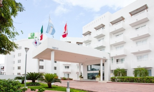 cancun-pet-friendly-holiday-inn-cancun