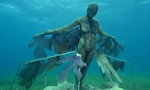 new-years-bucketlist-isla-mujeres-statue.jpg